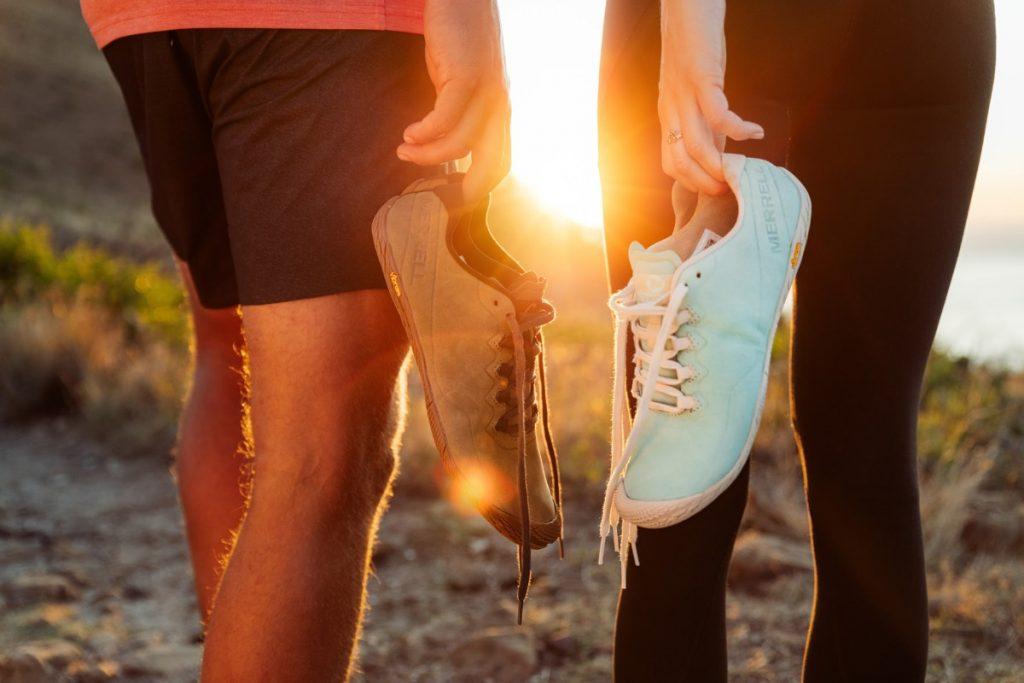 Barefoot walking: wat is het en waarvoor is het goed + wij testten barefoot schoenen van Merrell