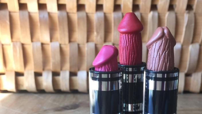 Vanaf nu kun jij je lippen stiften met een piemel lipstick