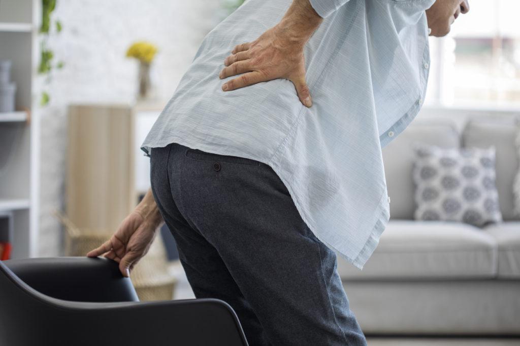 Het vastzetten van de wervels bij patiënten met lumbale spondylolisthesis