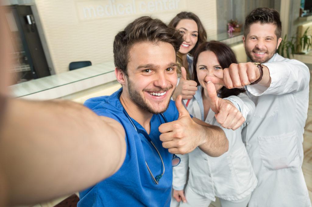 Verpleegkundigen vinden hun werk uitdagend ondanks hoge werkdruk & onderbezetting