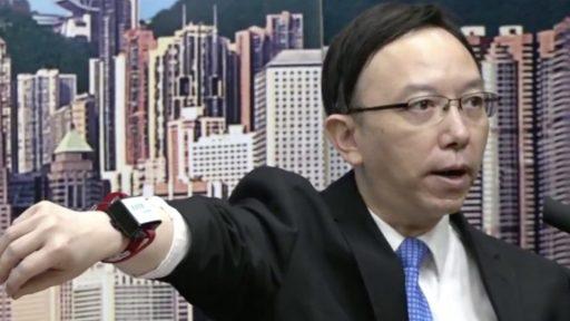 Contrôle des quarantaines? À Singapour, les étrangers portent un bracelet électronique