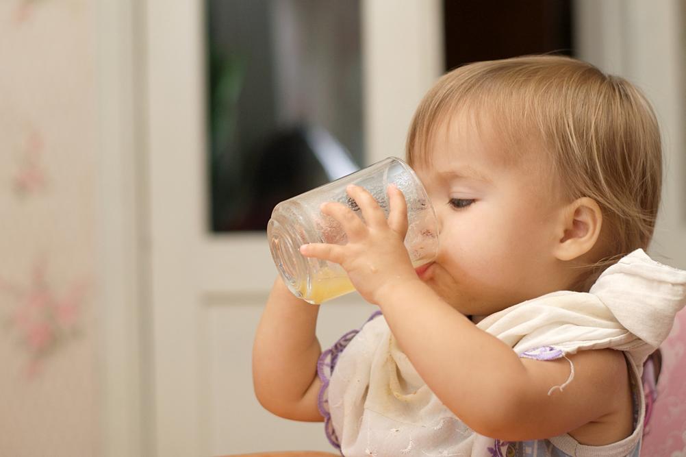 Votre enfant boit-il assez et assez souvent ?