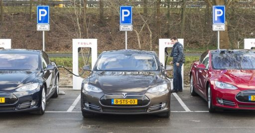 Nederland lanceert megaplan voor elektrische auto: 1,7 miljoen laadpalen tegen 2030