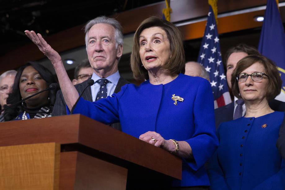 Voorzitster van het Huis van Afgevaardigden Nancy Pelosi kondigt op dinsdag het akkoord aan over USMCA. - EPA/ MICHAEL REYNOLDS