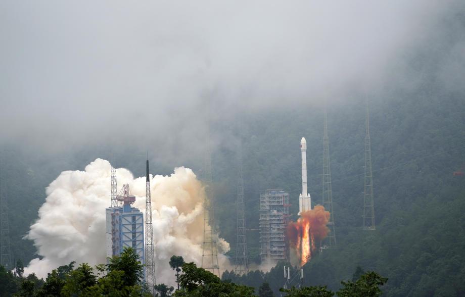 Le système de satellites Beidou, composé de 30 satellites, fournira un positionnement de précision, similaire au GPS, des communications par messages courts et d'autres fonctions. (EPA-EFE/Huai Yu)