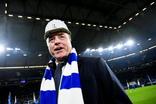 Omstreden vleesbaron Tönnies vertrekt bij Schalke 04, voetbalclub lonkt naar staatssteun