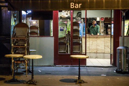 Près de 17.000 nouveaux cas détectés en 24 heures à Paris: la capitale est sur le point de fermer ses bars