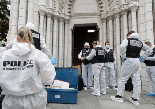 Les attaques se multiplient contre une France en 'état d'urgence attentat'