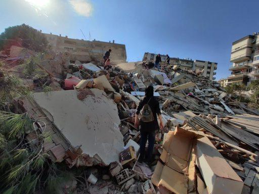 Minstens vier doden en hopen schade bij aardbeving voor de kust van Turkse stad Izmir