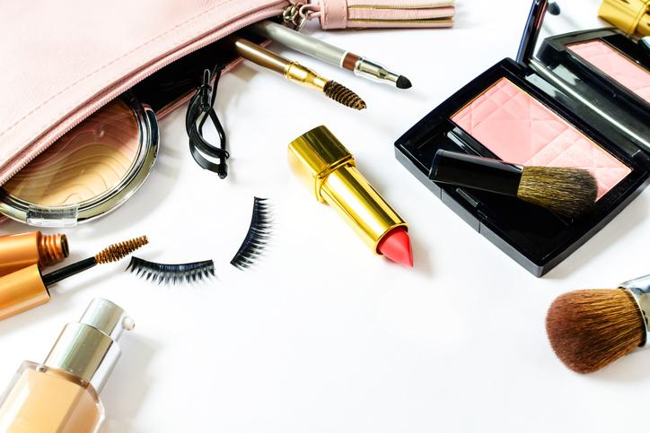 Waarom elke vrouw deze mini beauty-beautyproductjes in haar handtas moet hebben