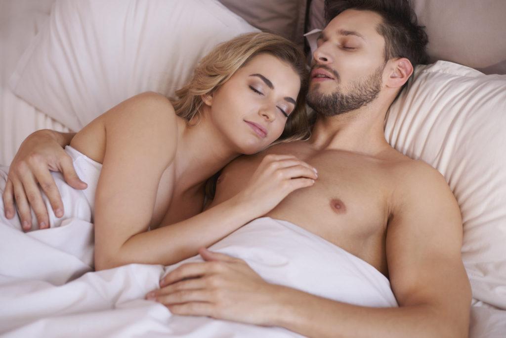 Waarom iedereen naakt zou moeten slapen