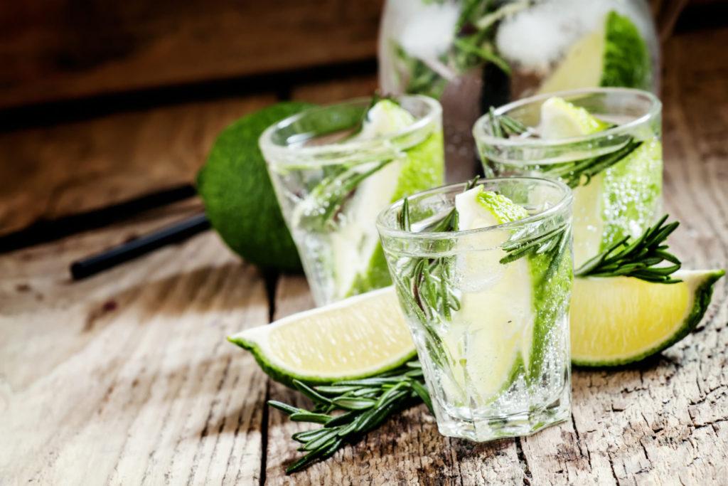 Waarom is iedereen zo dol op gin tonic?