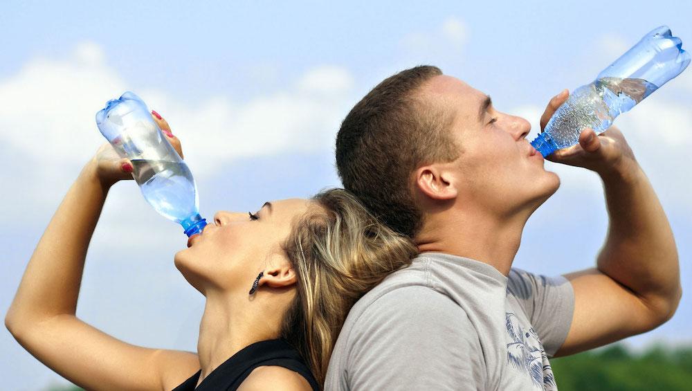 Waarom je ELKE dag moet starten met een glas water