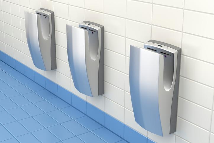 Waarom je je handen niet meer moet drogen aan een handdroger
