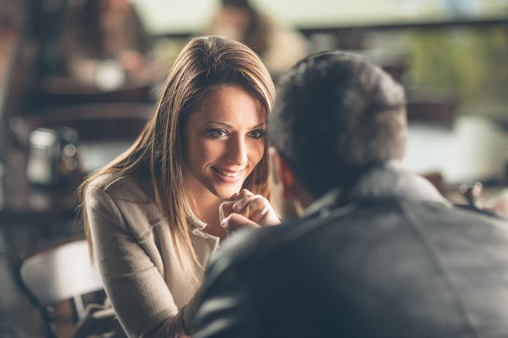 Wat is de beste plaats om een meisje aan te spreken?