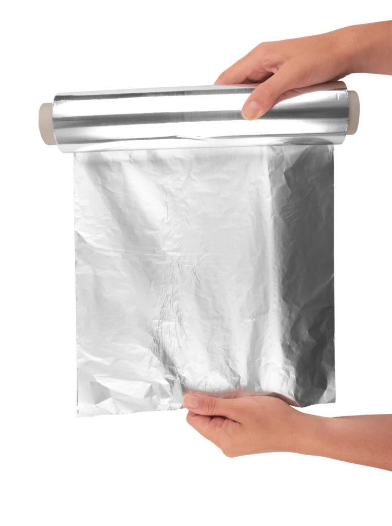 Welke kant van aluminiumfolie moet je gebruiken?