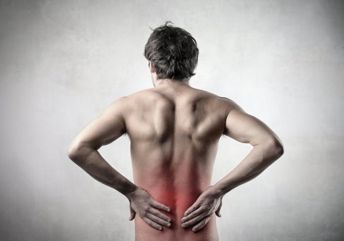 Welke symptomen gaan gepaard met een lumbale spondylolisthesis (verschuiving van de lendenwervels)?
