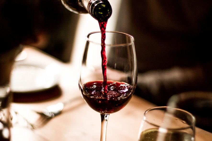 Wat zijn de voordelen van het drinken van rode wijn?