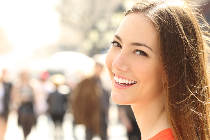 Witte tanden geven je zelfvertrouwen een snelle boost