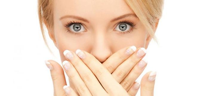 Zeg vaarwel tegen je knoflookadem met deze 9 tips