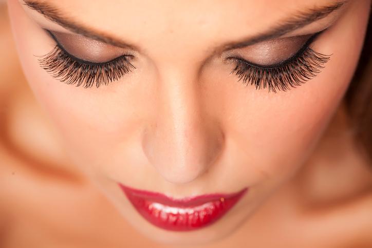 Zo heb je mooie lange wimpers zonder mascara te gebruiken