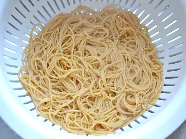 Zo kleeft je pasta niet meer aan je vergiet