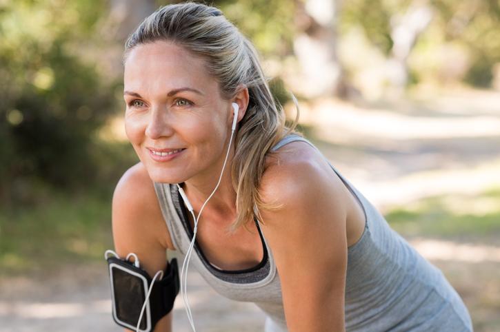 Zo kun je je buikspieren trainen zonder te sporten