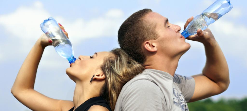 Zo lukt het je om 2 liter water te drinken per dag!