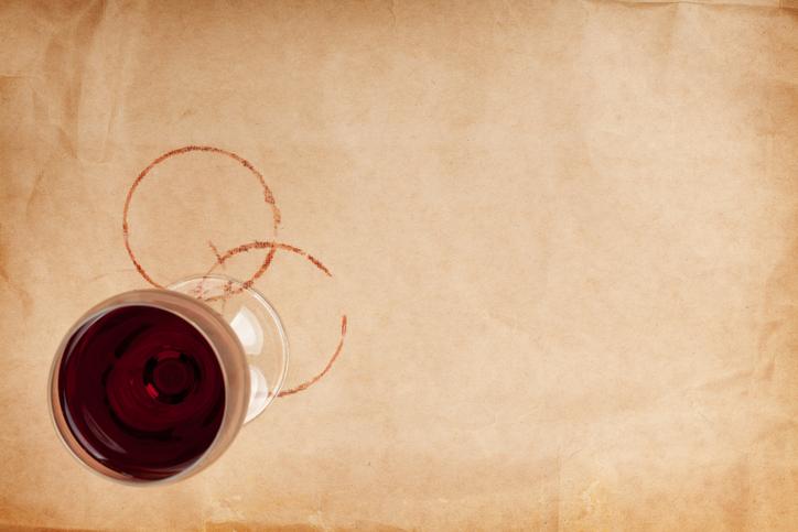 Zo verwijder je het makkelijkst rode wijnvlekken!