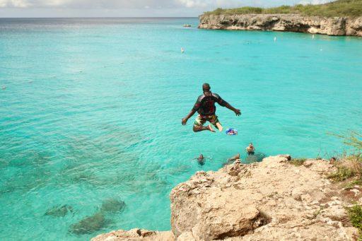Zon, zee en Blue Curaçao, op het ritme van de Caraïben