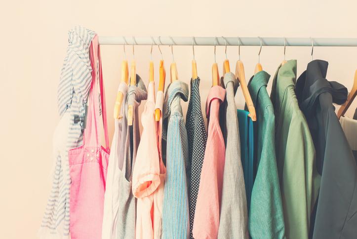 Zoveel kledingstukken heeft de gemiddelde vrouw